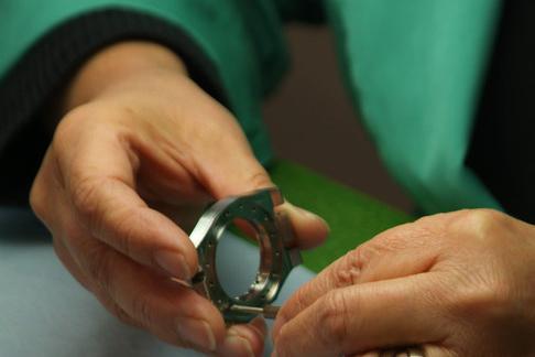 DKSH verkauft Uhrengehäusehersteller Queloz