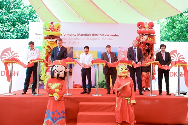 DKSH opens new distribution center to accelerate growthof its Performance Materials business in Vietnam
